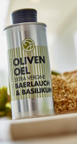 Baerlauch-Basilikum Oel in der Dose